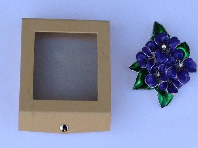 Violet Pin with Carry Lock Box/ 00002