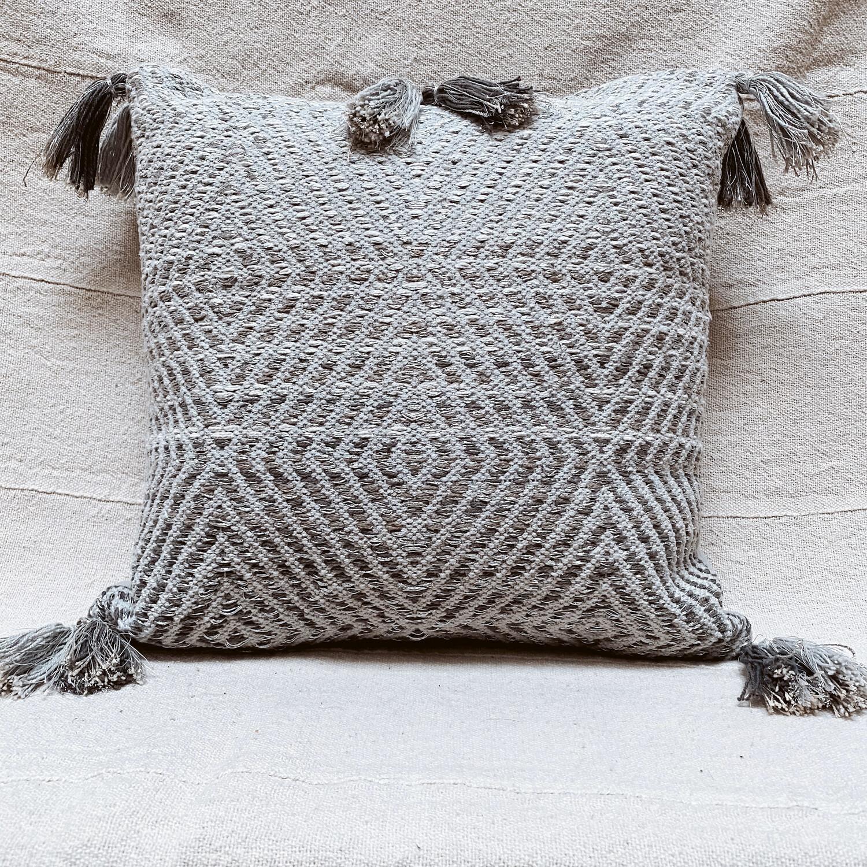 Hand woven breanne pillow 7504