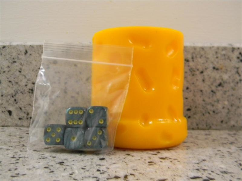 Wisconsin Cheese Dice Cup & Green Dice 00004