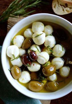 Labna with olives (250g) لبنة بالزيتون