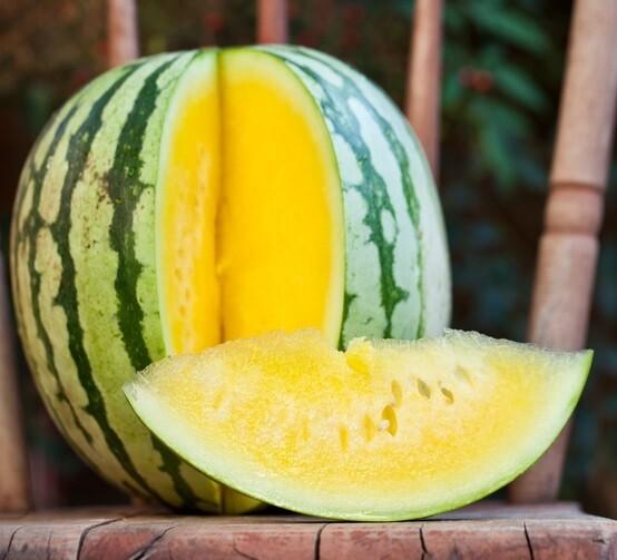 Yellow seedless watermelon بطيخ أصفر بدون بذور