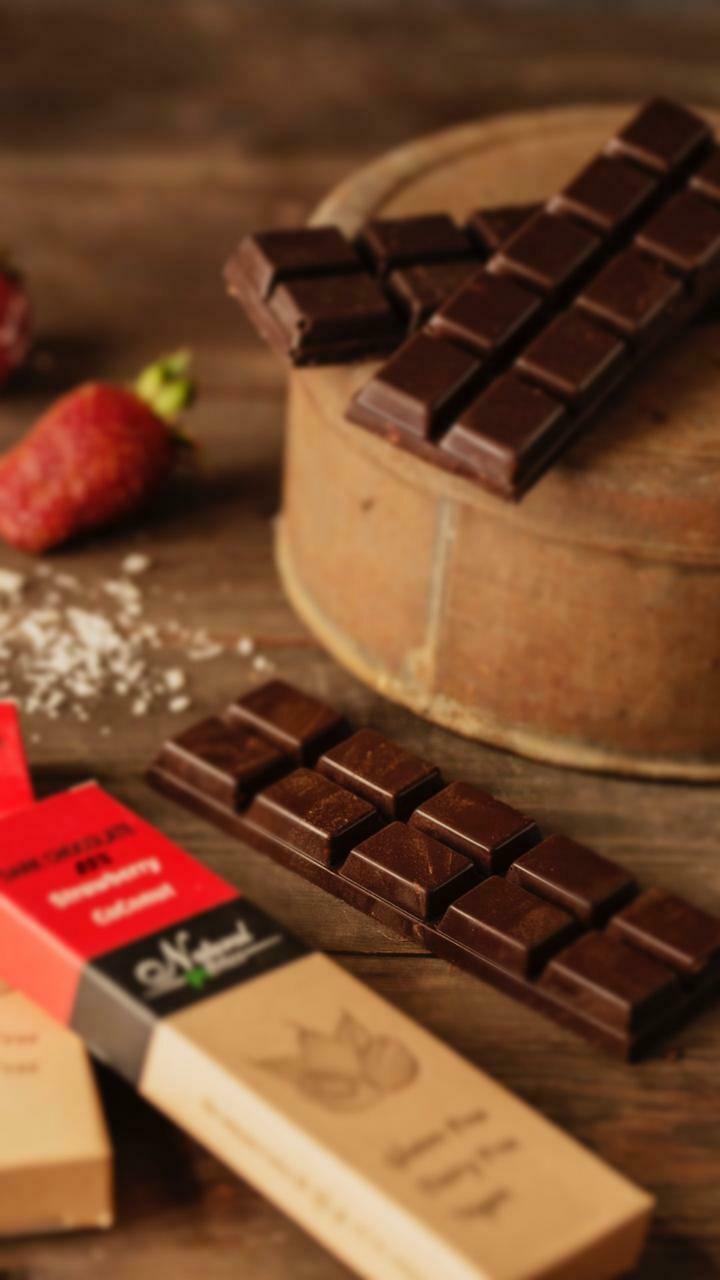 85% Dark chocolate with coconut and strawberry شيكولاته دارك بالفرواله و جوز الهند