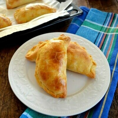 Cheese fatayer (12) فطائر الجبن