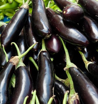 Long black eggplant (500 gm) باذنجان محشي اسود