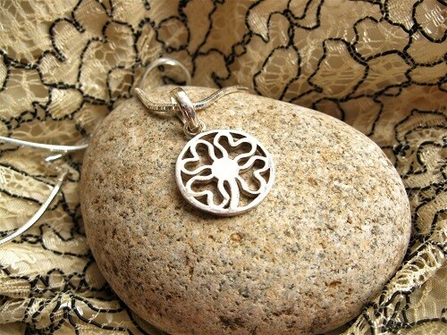 Lucky clover necklace ~ silver circle with hearts