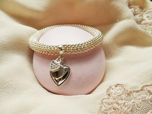 Elasticated love charms bracelet
