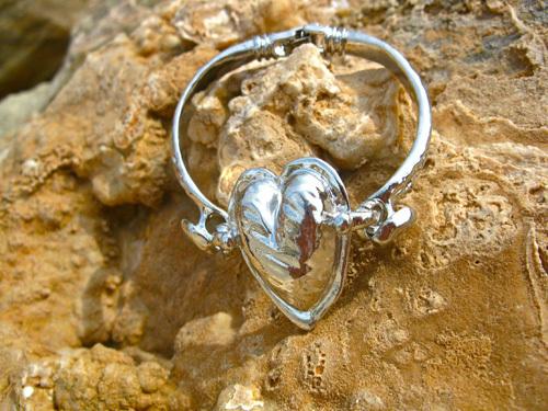 Polished loveheart bracelet