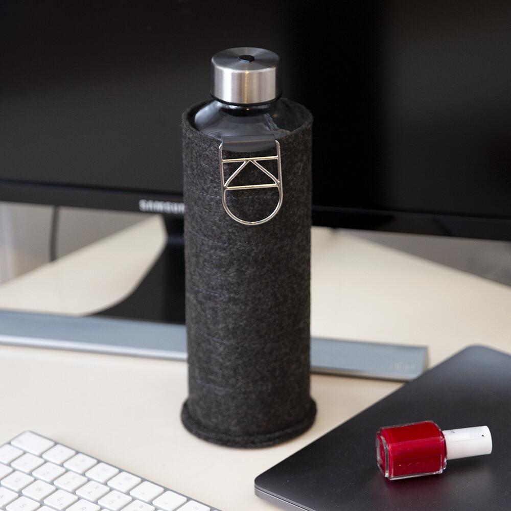 Bottiglia in vetro con cover in feltro - Kessence Boutique