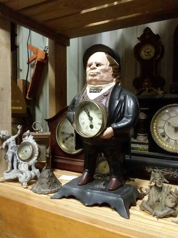 Bradly Hubard blinking eye clock