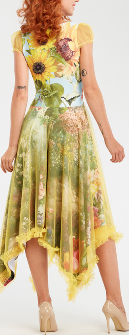 IPNG: Carnations Wrapped In Paradiso Four Corners Gown