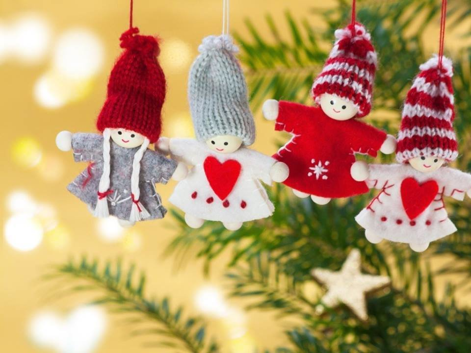 Christmas figures on the tree