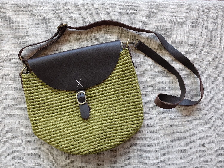 Cross Bag Large: Light Apple Green