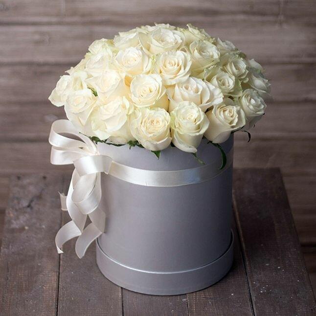Белые розы в аквабоксе