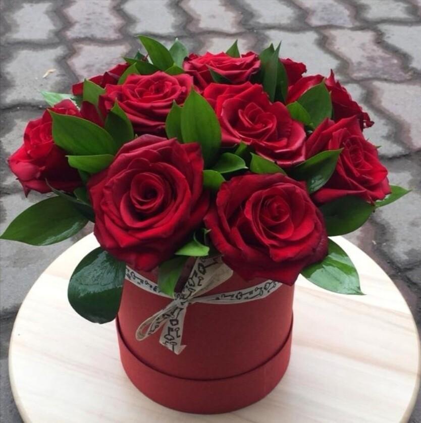 11 роз в аквабоксе
