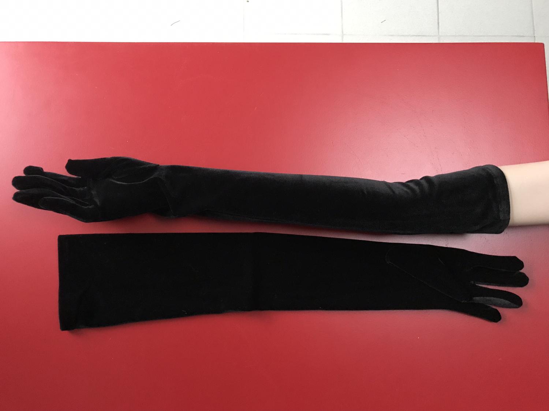Zwarte handschoen in fluweel