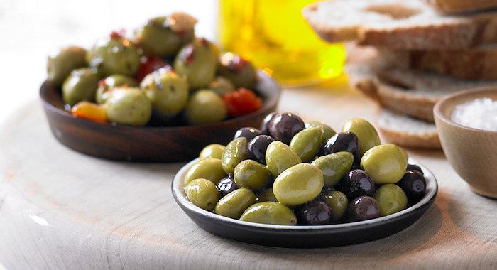 Seasoned moroccan olives and sumac