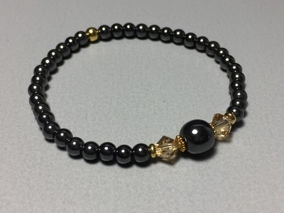 Elastisches Armband Hematit Swarovski und Silbercharms vergoldet