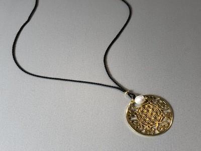Seidenkette mit großem Mandala Silber vergoldet
