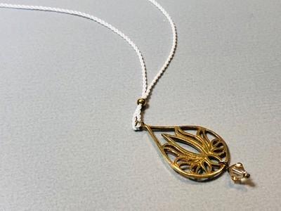 Seidenkette mit Lotustropfen Silber vergoldet