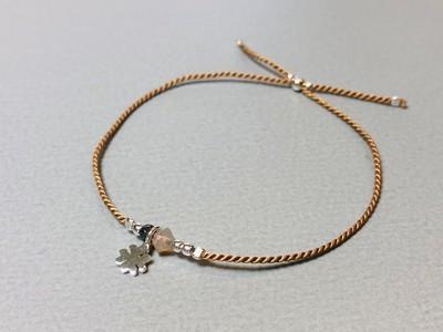 Seidenarmband mit Kleeblatt Silber