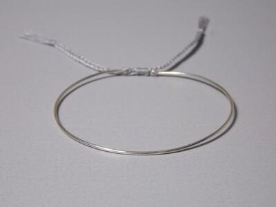 Silberarmreif mit Baumwollband grau