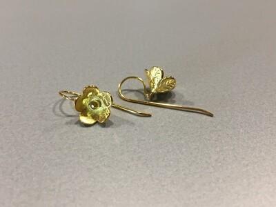 Ohrhänger Silber vergoldet mit zarter Blüte