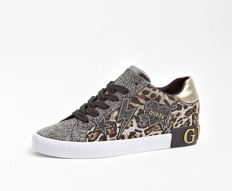 Active Lady Leopard Trainer