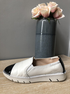 Rio Black & Cream Leather Slip On