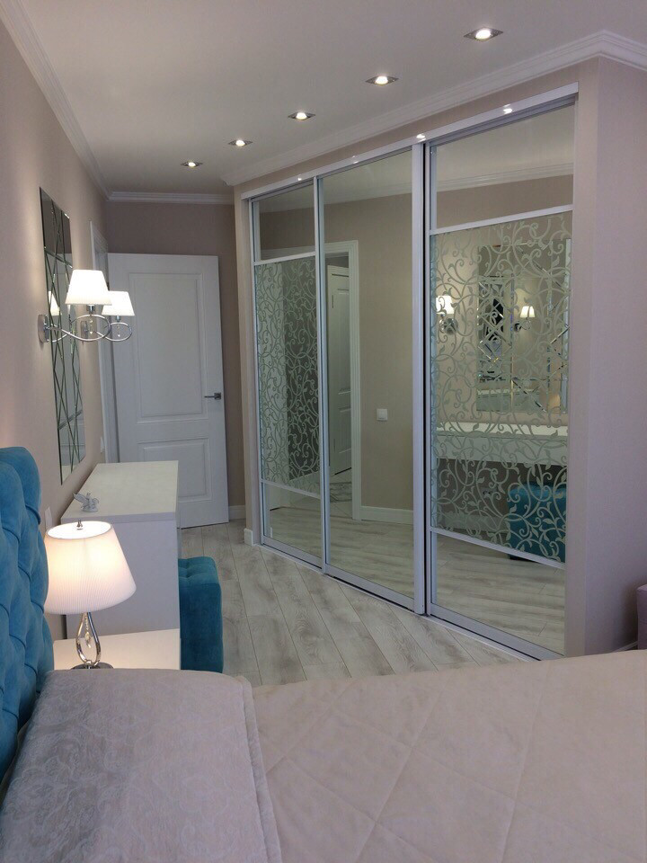 Шкаф встроенный с зеркалами с пескоструйными рисунками