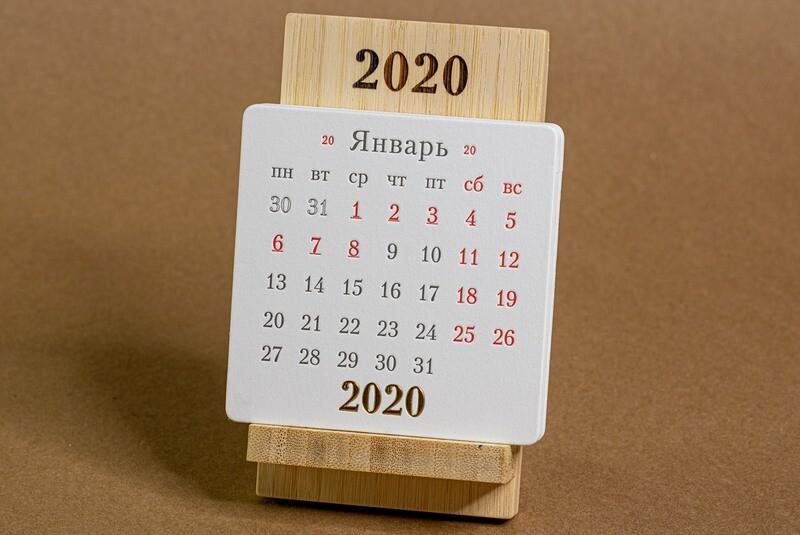 iStand Classic 2020 - Календарь на подставке из бамбука