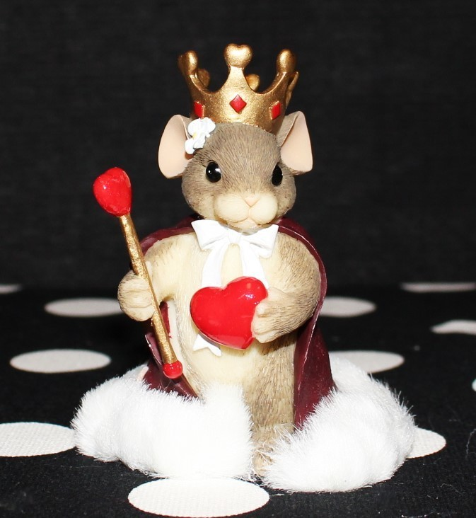 """Charming Tails by Fitz & Floyd 2000 """"Queen of My Heart"""" #84/114 Figurine w/ Box"""