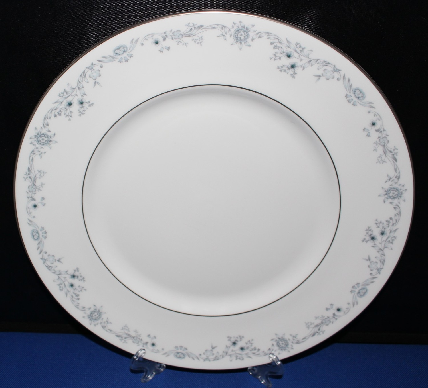 "Royal Doulton H4997 Angelique 10.5"" Dinner Plate, Blue Floral Fine Bone China"