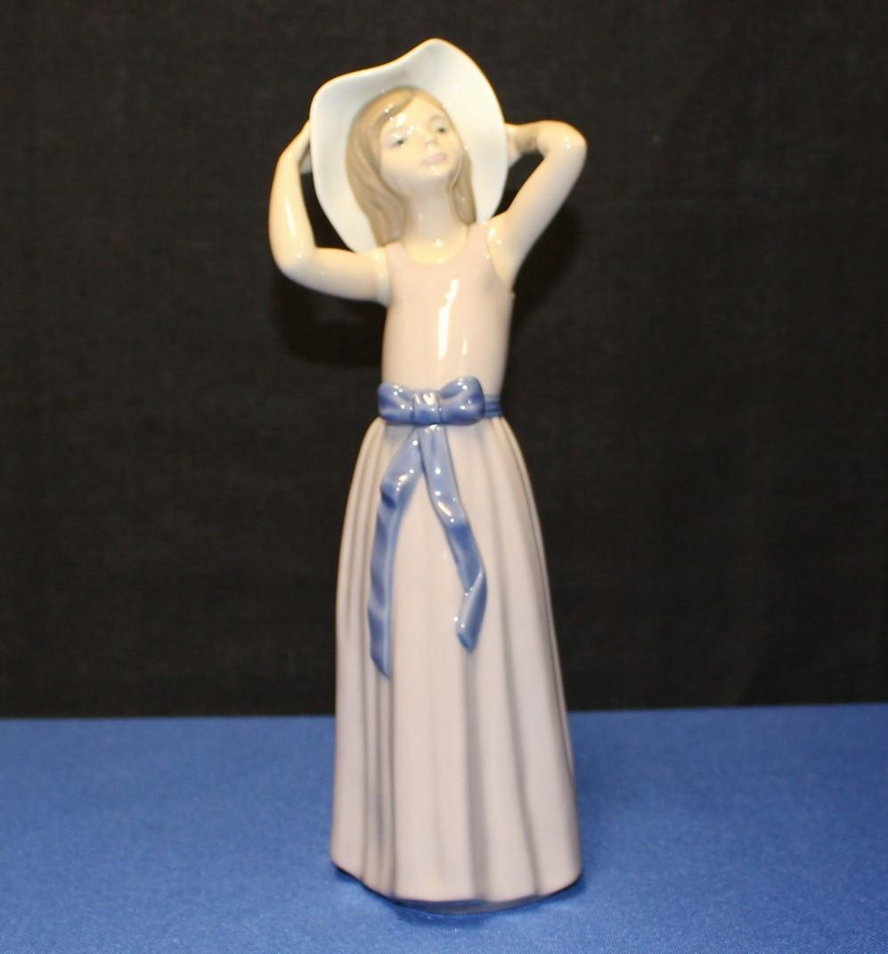 "Lladro Porcelain 10"" Coy Girl Figurine #5011 Purple Dress w/ Brim Hat"