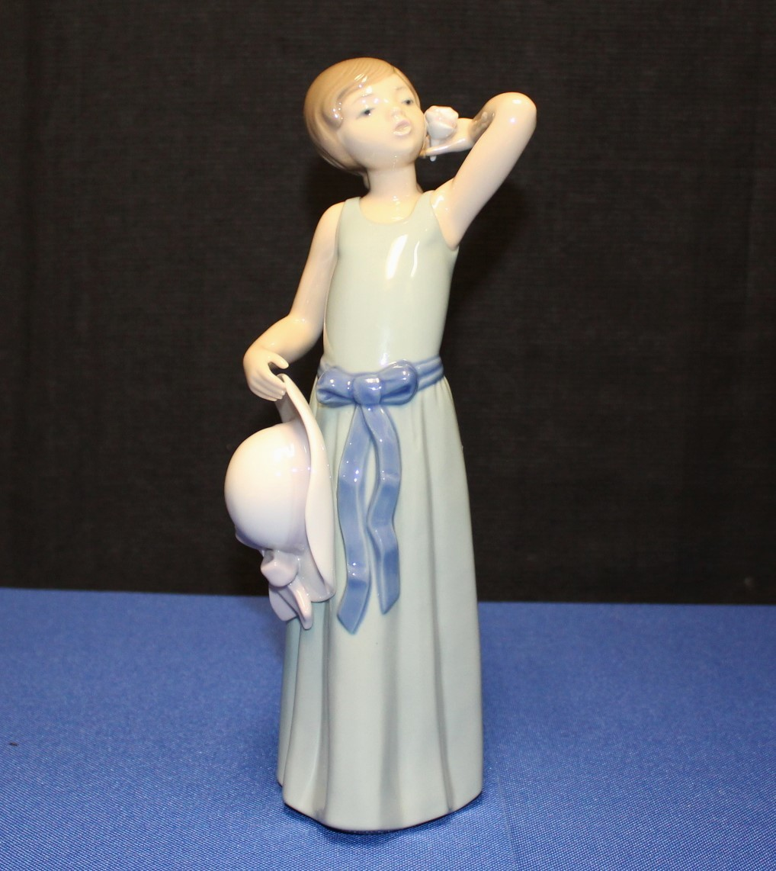 Lladro Prissy Coiffure Sun Hat Girl Porcelain Figurine #5010