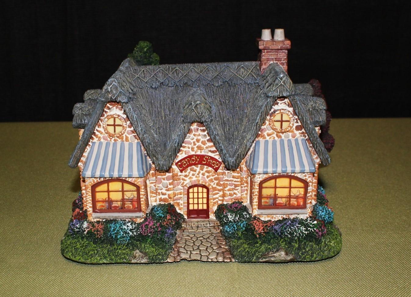 "Thomas Kinkade 2003 ""Candy Shop"" Lamplight Hawthorne Village Light-Up House"