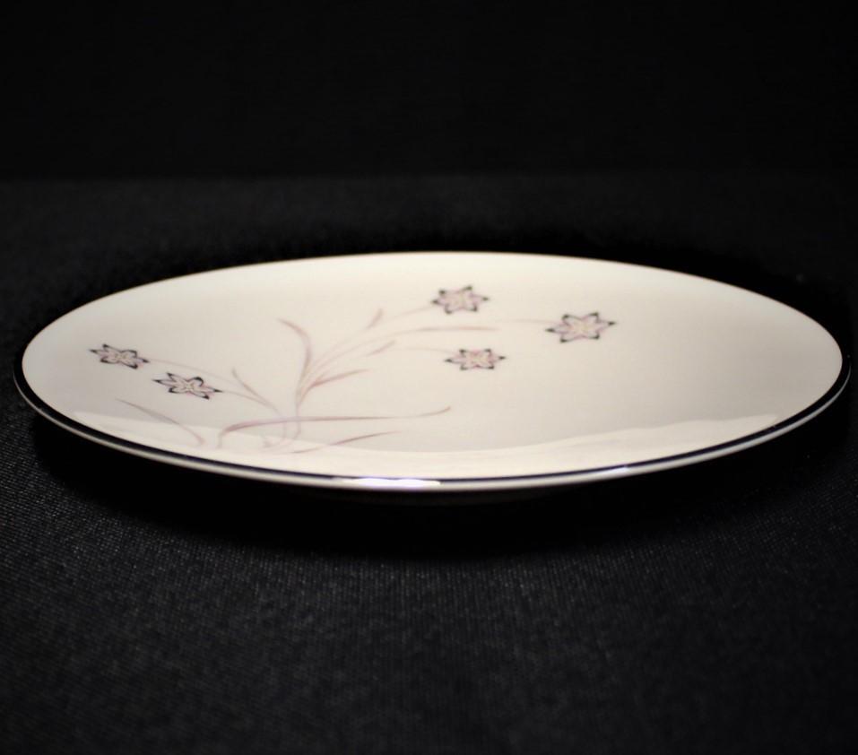 "Flintridge China STARFLOWER 6.5"" Bread Plate, Platinum Coupe"