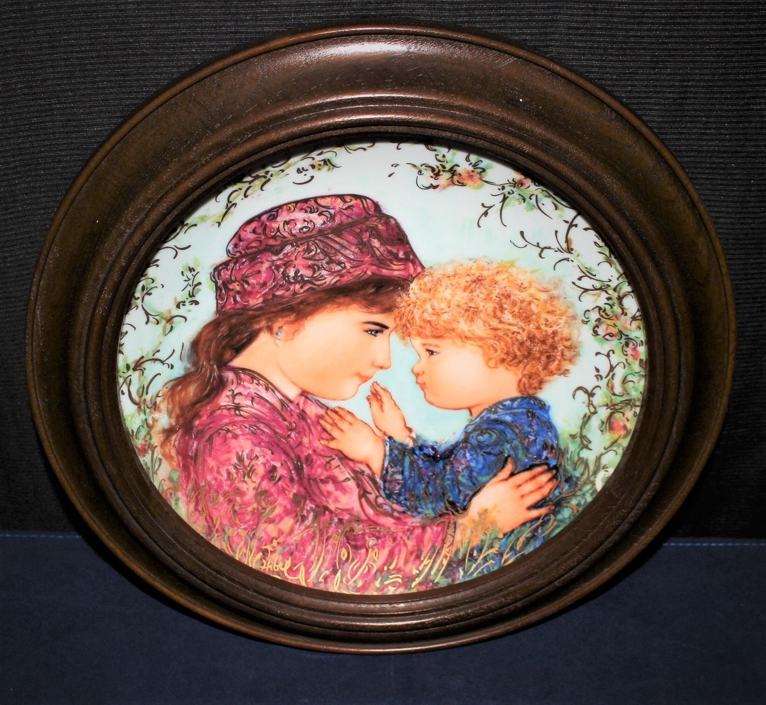 """Knowles 1988 Mother's Day """"Sarah & Tess"""" by Edna Hibel Framed Plate, #2880A"""