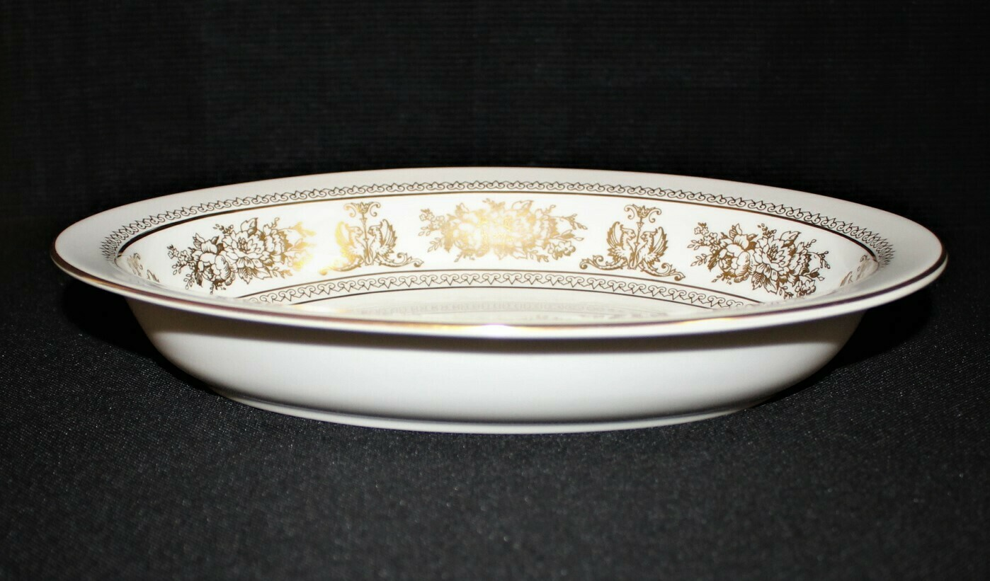 """Wedgwood White Columbia Gold (R4408) 10"""" Oval Vegetable Serving Bowl, England"""