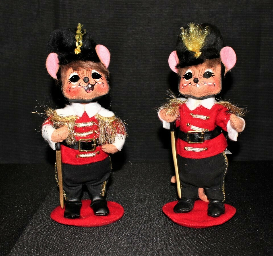 "Pair of 2009 Annalee Christmas Toy Soldier Mice 8.5"" Plush Dolls"