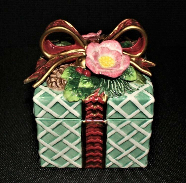 Fitz & Floyd Classic Christmas Present Trinket Box with Lid Candy Dish
