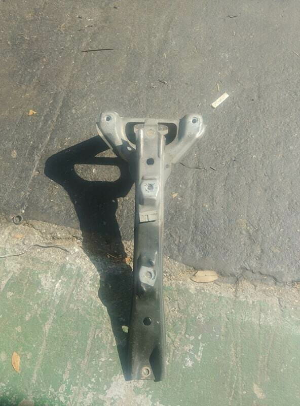 r32 gts Hood latch support (used)