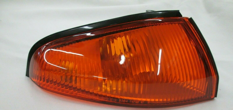 GENUINE NISSAN SKYLINE R32 GTR FRONT RIGHT(DRIVER) TURN SIGNAL LAMP 26124-05U00 Free shipping
