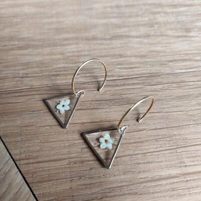 ELDERFLOWERS: oorbellen driehoek