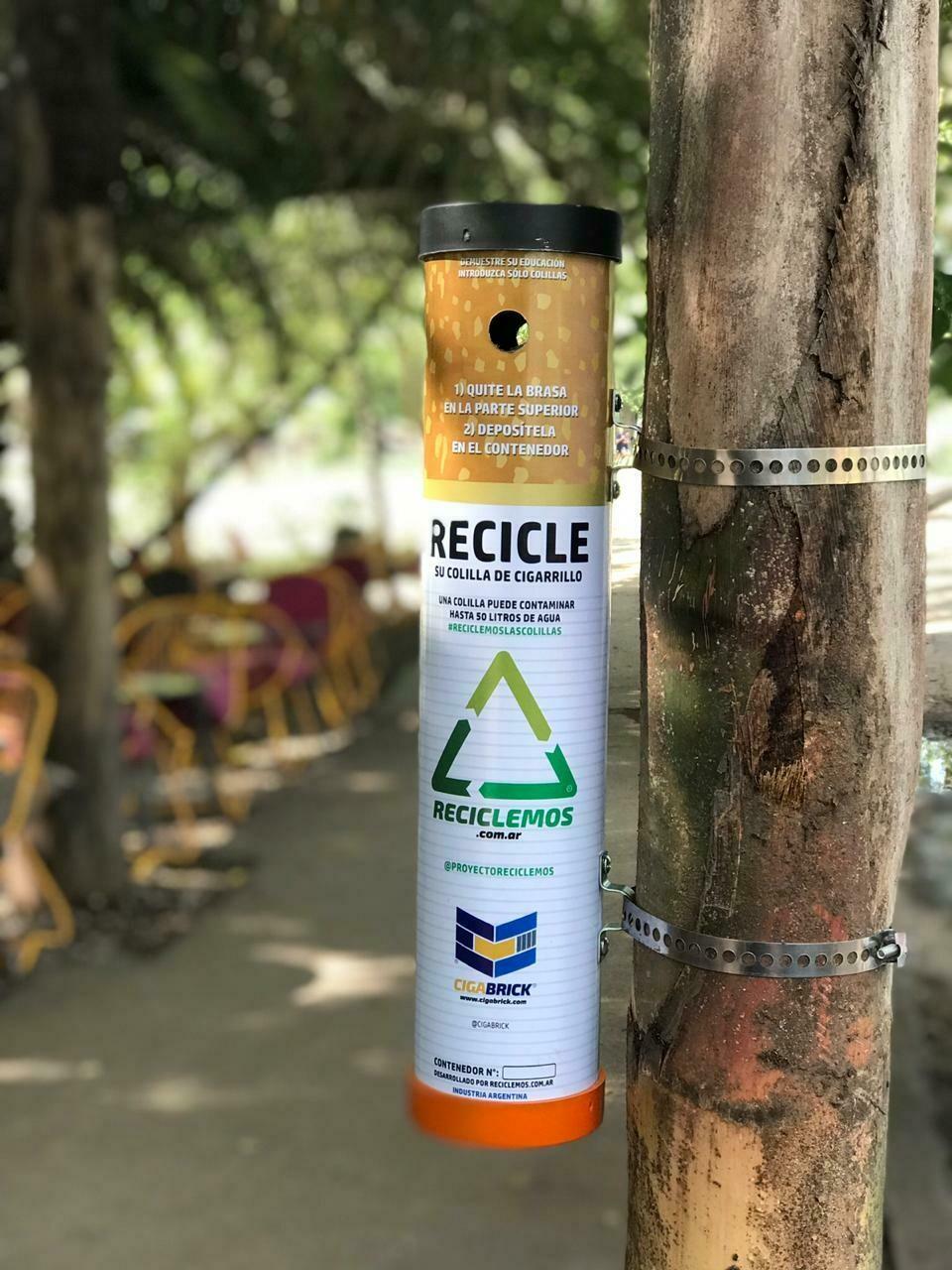 Cenicero exterior mod. ECO con programa de reciclaje mensual gratis.