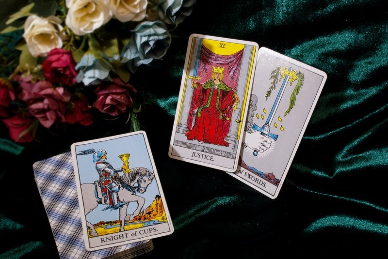 Learn How to Read TAROT CARDS For FREE.