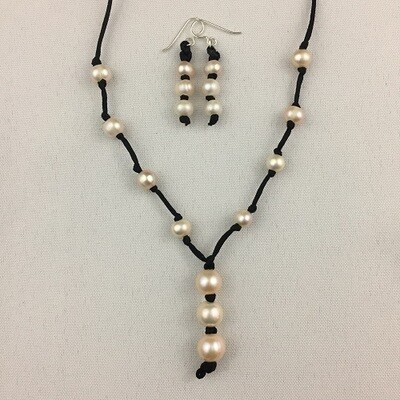 Freshwater Pearls Necklace & Earring Set