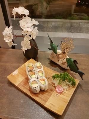 Salmon & Avo Roll