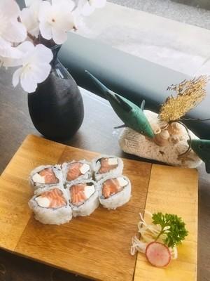 Salmon & Cream Cheese Roll