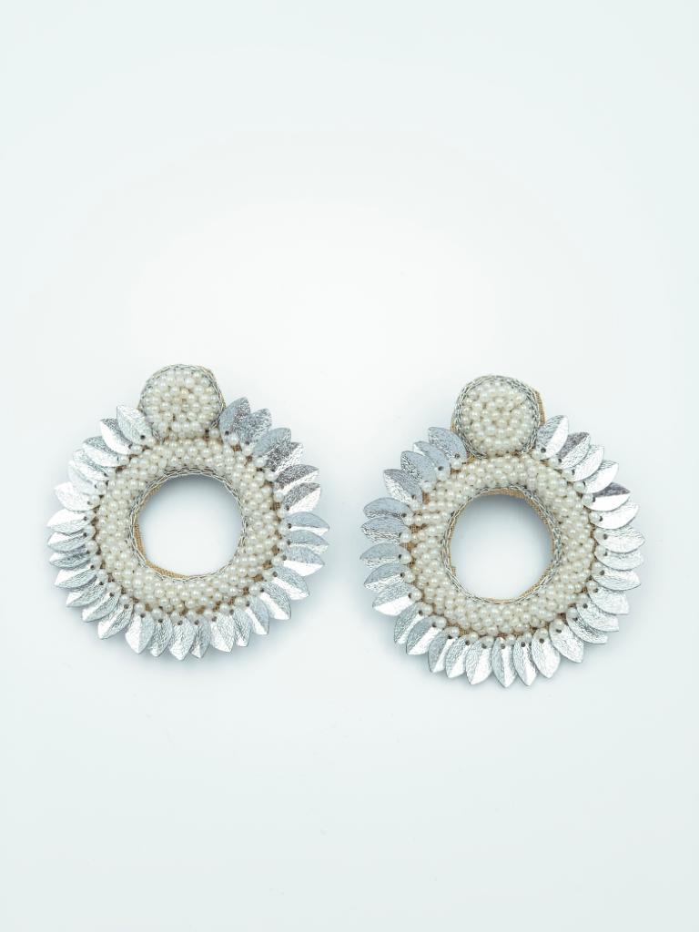 Aster white earrings