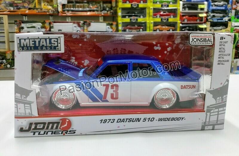1:24 Datsun 510 Widebody 1973 Azul con Blanco Jada Toys JDM Tuners Con Caja